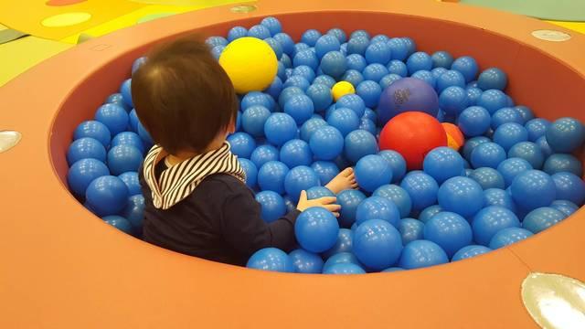 ベビーガーデン内ボールプール