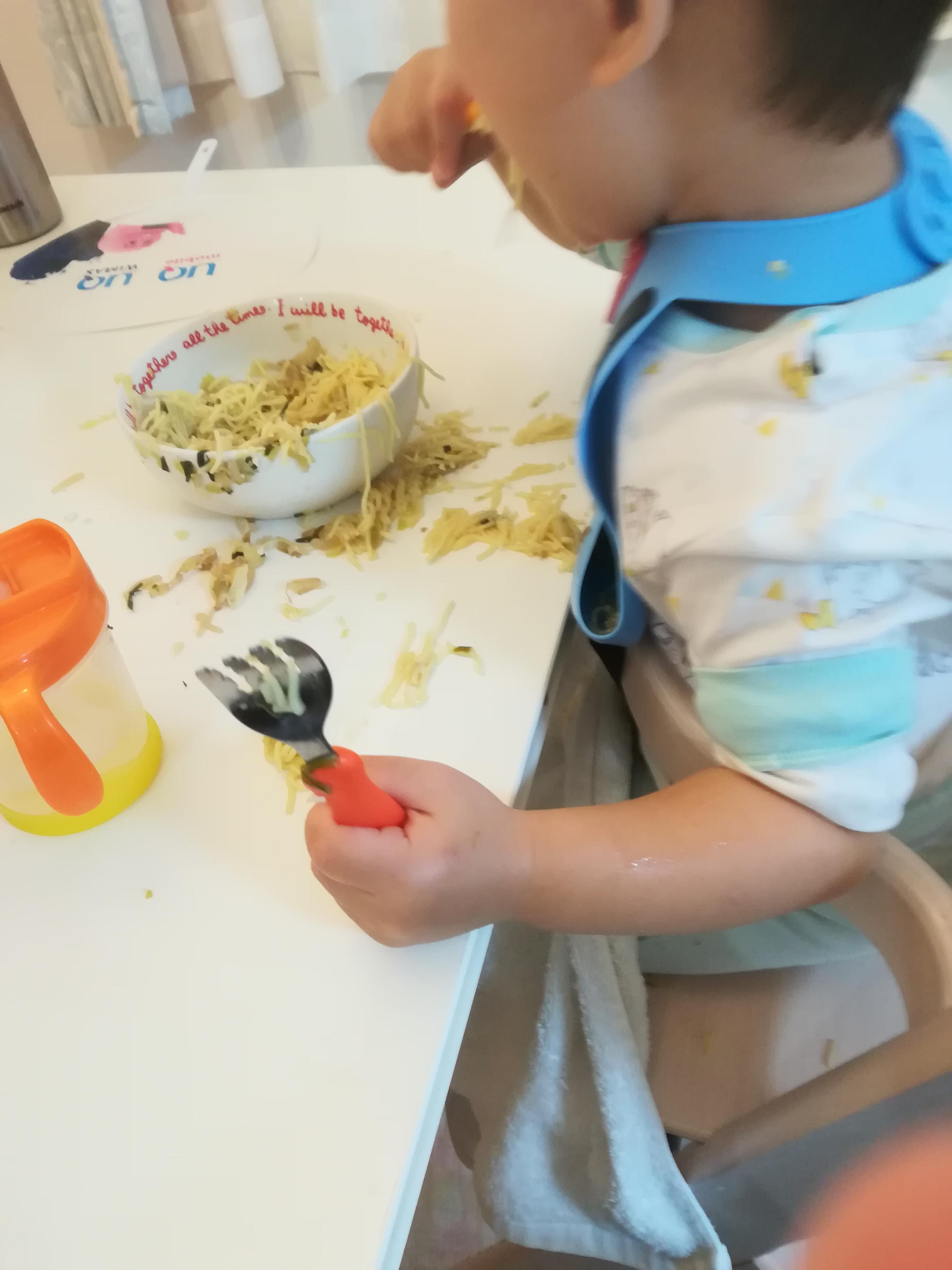 離乳食・幼児食の食べこぼしもスッキリ!ママ(私)のストレスを減少させた手作りの片づけアイテムを紹介★